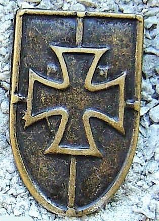 Kreuz-Schild, altmessingfarbener Beschlag