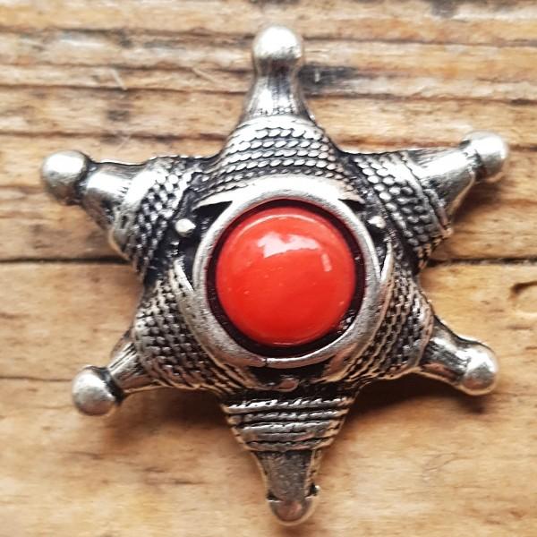 gebundenes Hexagramm, silberne Zierniete mit roter Kunst-Perle