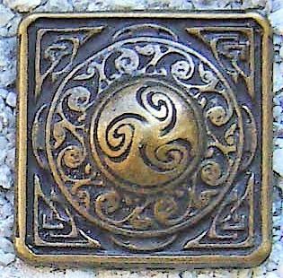 N-215-21 Celtic Square, altmessingfarbener Beschlag