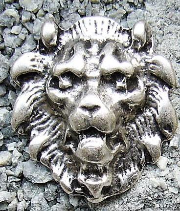 Löwenkopf Beschlag silberfarben