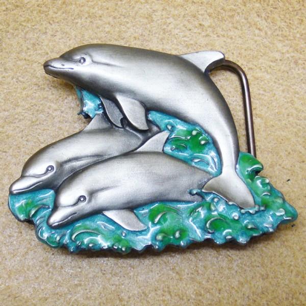3 Delphine, Gürtelschließe