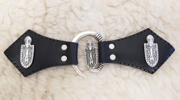 Ritterschild Mantel-Verschluß, silbern mit Befestigungsleder mit Wikinger-Ziernieten