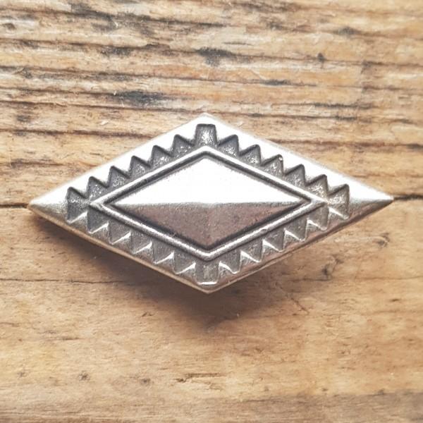 silberne Zierniete, Karo, Rhombus