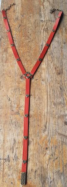 Y-Herz, 2cm Ypsilon-Leder-Hüftgürtel, rot. mit Magyar-Herzen, messingfarben