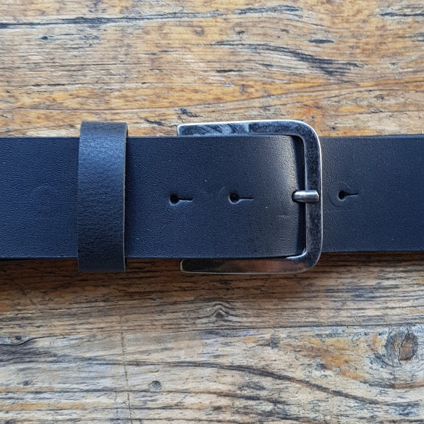 BASE five, 5cm, schwarzer Büffelledergürtel, alteisenfarbene Schließe