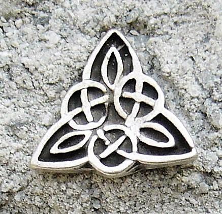 keltisches Dreieck, Beschlag silberfarben