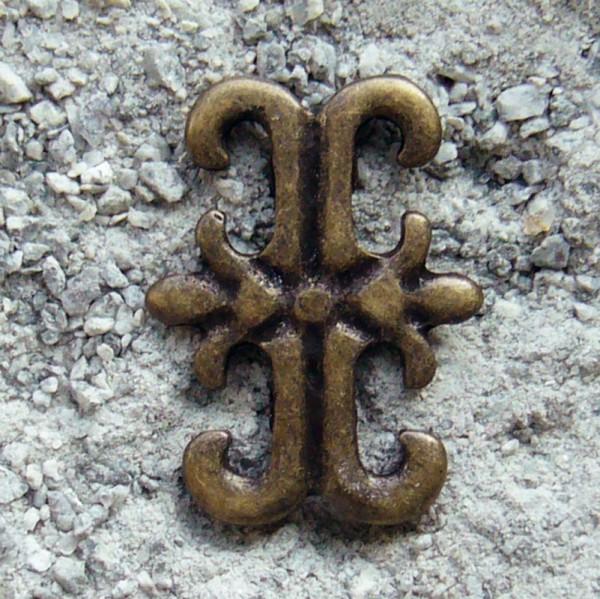 Lilien-Kreuz, altmessingfarbener Beschlag