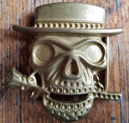 Totenkopfschließe, Baron Samedi, 4cm, goldstaubfarbene Koppelschließe