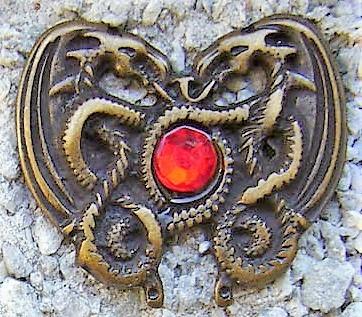 Dragonheart Rubin, altmessingfarbener Beschlag