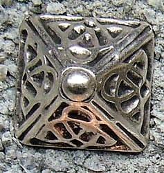 N-208-1 Celtic Pyramid, silberfarbener Beschlag