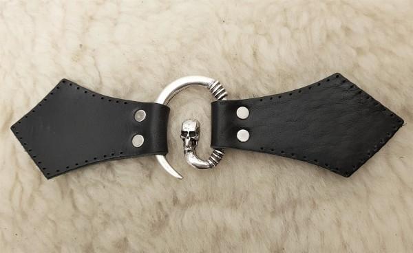 Totenkopf Mantel-Verschluß, silbern mit Befestigungsleder