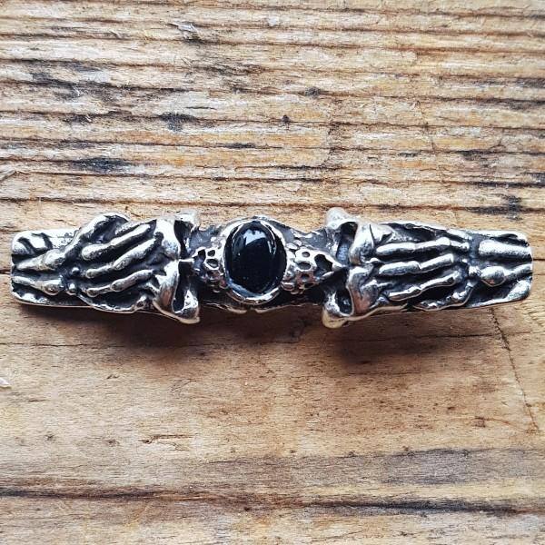 silberner Edel-Beschlag, Skelett-Hände mit schwarzer Kunst-Perle, GOTHIK