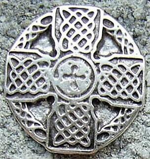 keltisches Flechtkreuz, silberfarbener Beschlag