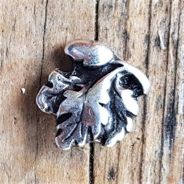 kleine Eichel mit Blättern, silberfarbene Zierniete