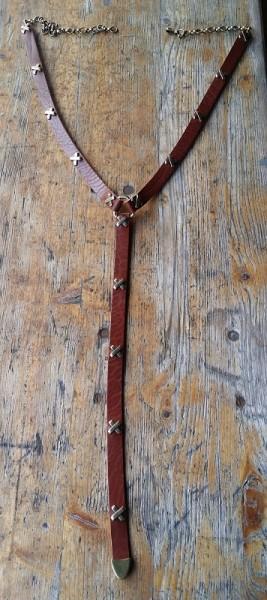 Y-Cross, 2cm Ypsilon-Leder-Hüftgürtel, cognacfarben, mit Kreuz-Beschlägen, silbern