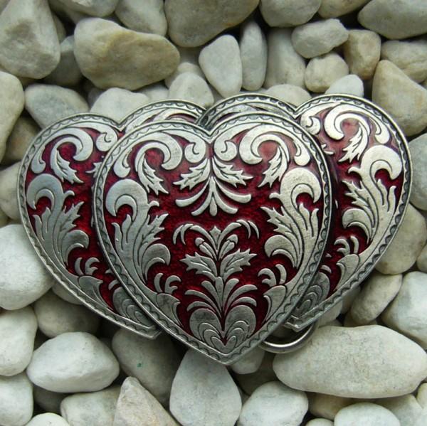 Triple Heart, Gürtelschließe