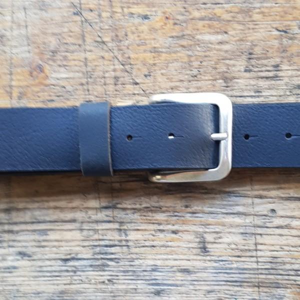 STEVE, 4cm, schwarzer Büffelledergürtel, altsilberfarbene Schließe