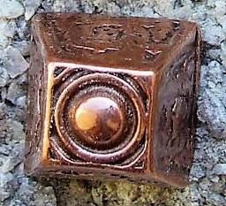N-237-4 Pyramide, kupferfarbener Beschlag