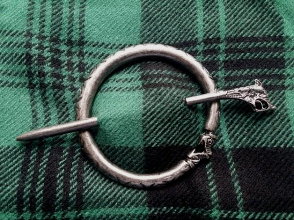 A 5255-3 nordische Plaid-Fibel Snake, eisenfarben