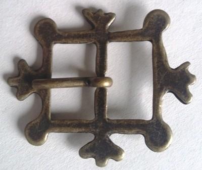 mittelalterliche Kronen-Schließe, 2cm, altmessingfarben