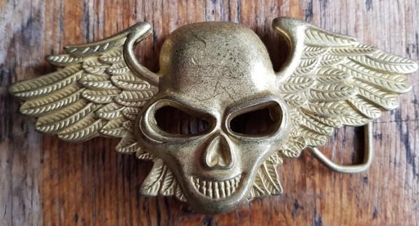 Winged Skull, 4cm, goldstaubfarbene Koppelschließe
