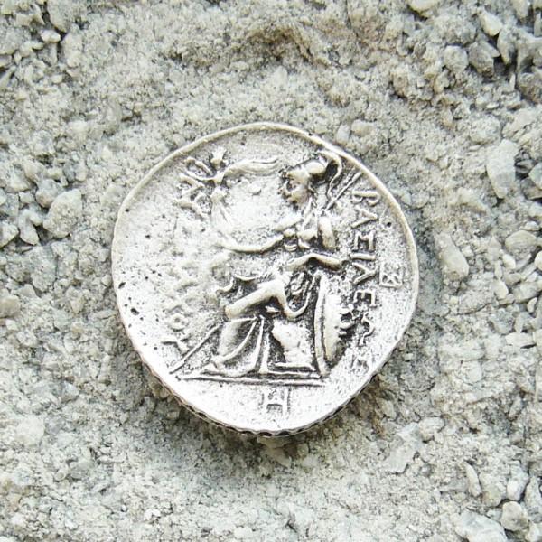 antike griechische Münze, Beschlag silberfarben
