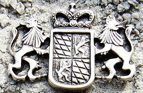 Bayern-Wappen mit Löwen, silberner Zierbeschlag