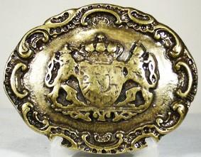 Bajuware 4cm, Schließe