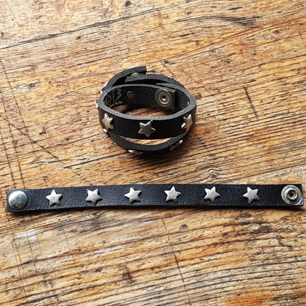 LEDERARMBAND, schmal, schwarz mit Sternchen-Ziernieten, 19cm lang