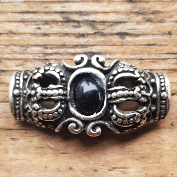 silberner Edel-Beschlag, Royale Kronen mit schwarzer Kunst-Perle, GOTHIK
