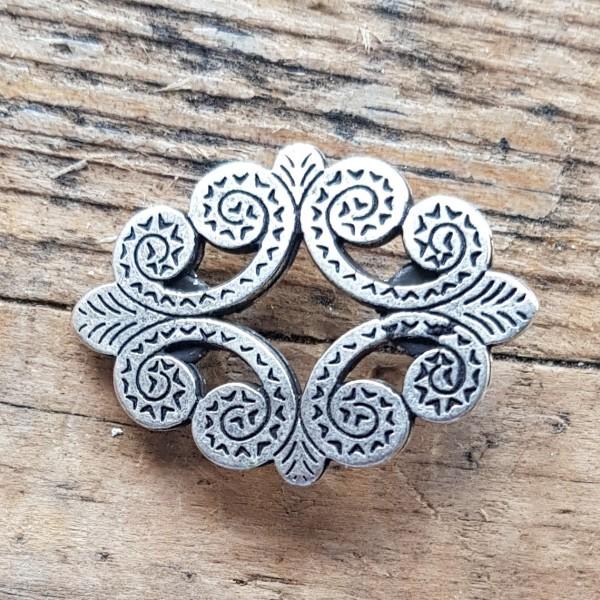 Trachten-Ornament, ovale silberne Zierniete
