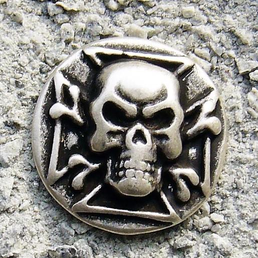 Skull-Cross, silberfarbener Beschlag