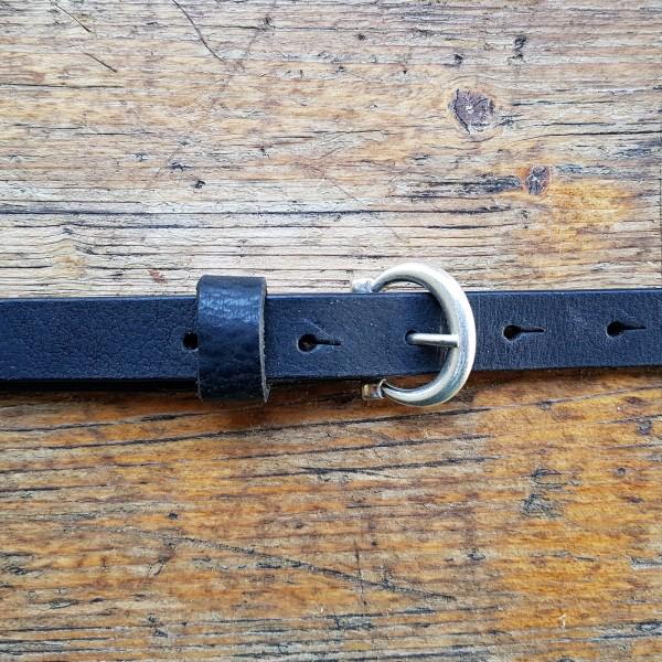 INDI, 2cm, schwarzer Büffelledergürtel, altsilberfarbene Schließe