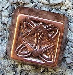Celtic Flat-Pyramid, kupferfarbener Beschlag